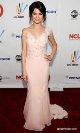 selena-gomez-photos-in-pink-dress-3